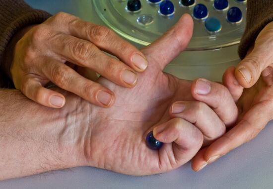 Ergotherapie mit Murmeln
